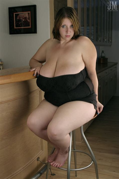 Mature huge tits porn videos jpg 683x1024