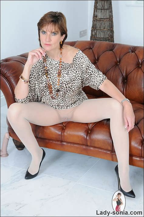 Pantyhose mature galleries aged mamas jpg 685x1028